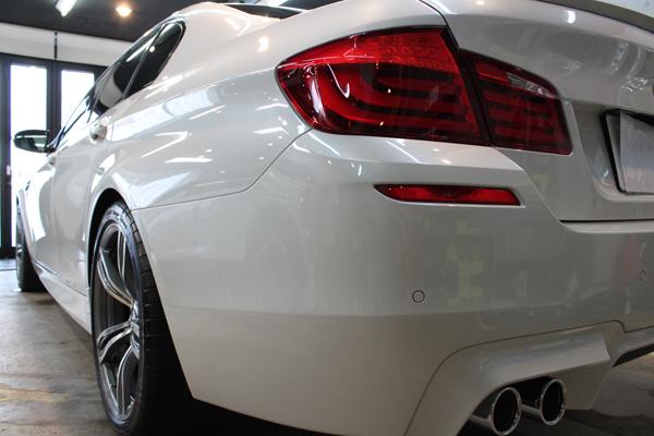 BMW M5 リアバンパー