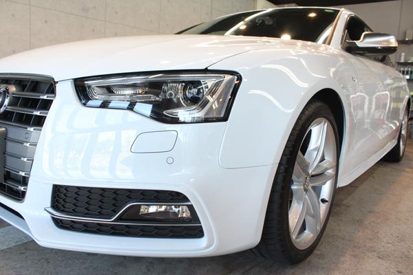 アウディ S5 グレイシアホワイトメタリック ヘッドライト