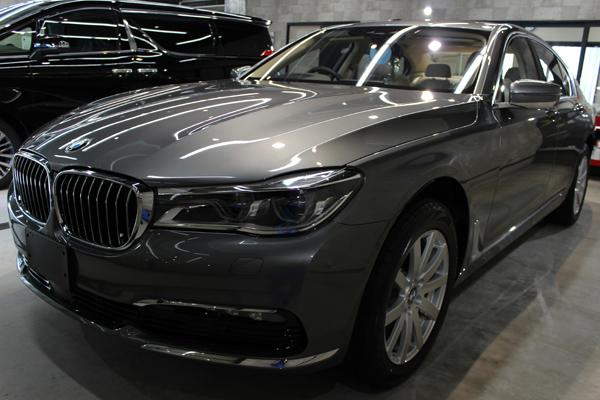 BMW740i マジェリングレーメタリック 左前方