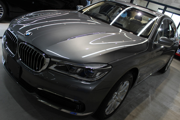 BMW740i マジェリングレーメタリック 左上方