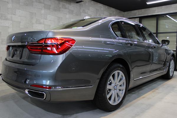 BMW740i マジェリングレーメタリック 右サイド後方
