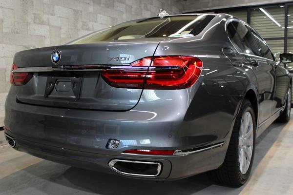 BMW740i マジェリングレーメタリック リア