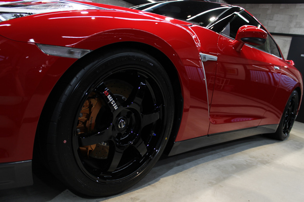 GT-R バイブラントレッド 左ホイール
