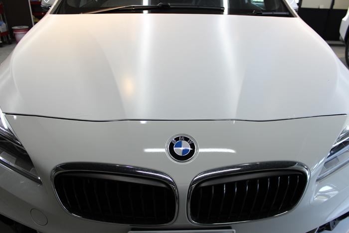 BMW 218d アクティブツアラー アルピンホワイト ラップガード ボンネット