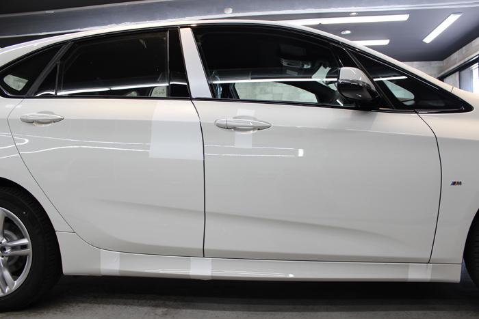 BMW 218d アクティブツアラー アルピンホワイト ラップガード ドア