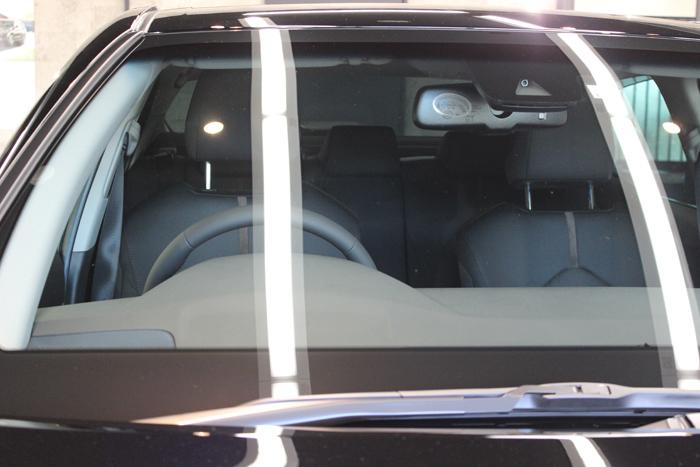 トヨタ カムリ アティチュードブラックマイカ ガラス内側2
