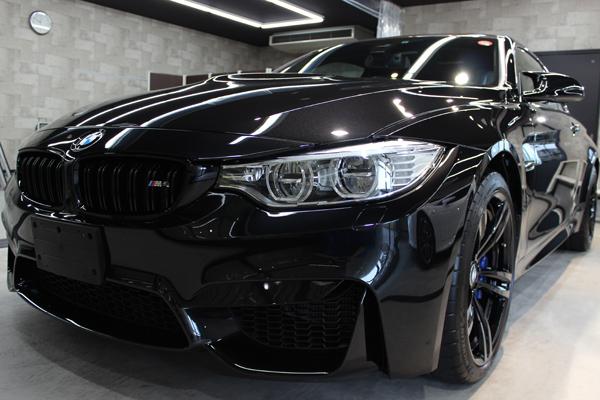 BMW M4 ブラックサファイア フロントバンパー1