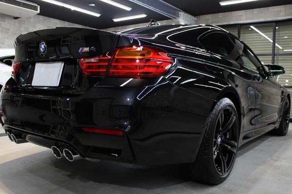 BMW M4 ブラックサファイア マフラー