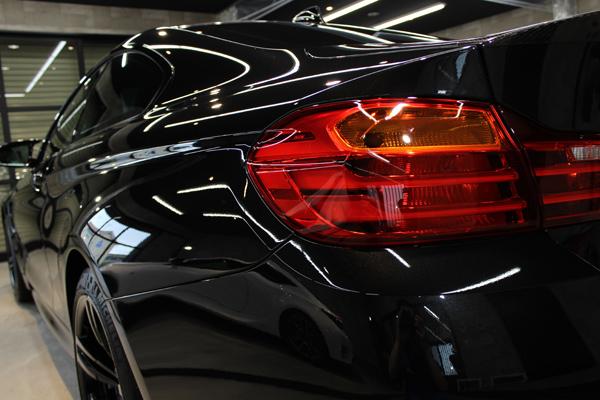 BMW M4 ブラックサファイア テール