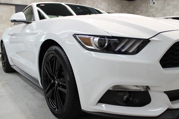フォード マスタング オックスフォードホワイト ヘッドライト