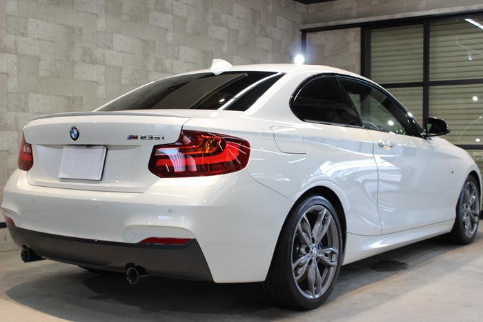 BMW M235i ミネラルホワイト 右ドア1