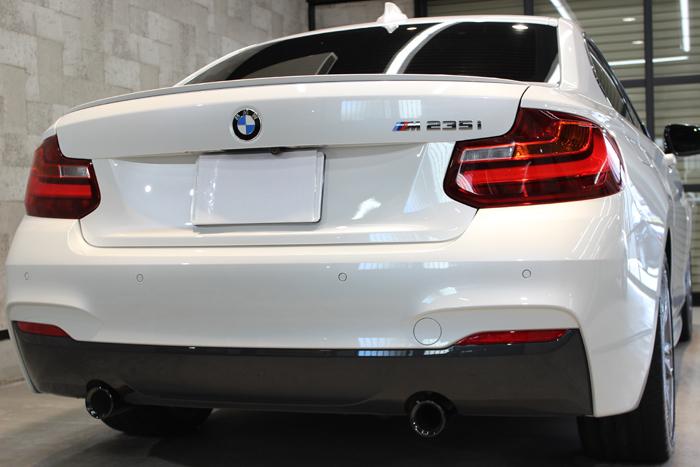 BMW M235i ミネラルホワイト マフラー
