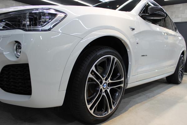 BMW X4 Mスポーツ アルピンホワイト ホイール1