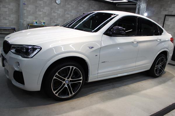 BMW X4 Mスポーツ アルピンホワイト 左ドア