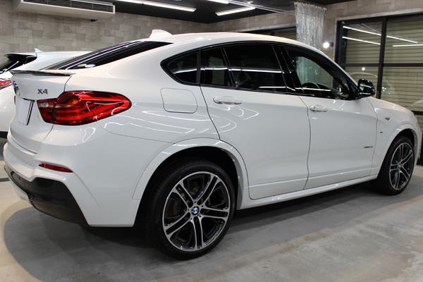 BMW X4 Mスポーツ アルピンホワイト 右ドア