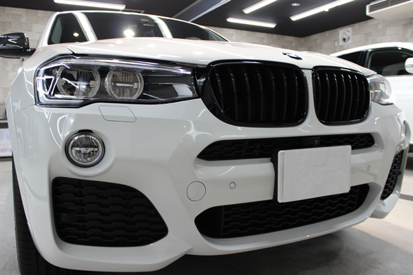 BMW X4 Mスポーツ アルピンホワイト キドニーグリル