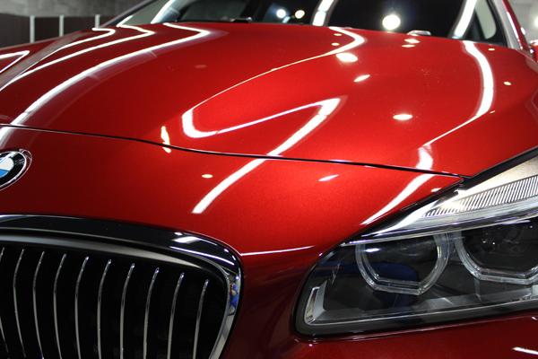 BMW 218d ボンネット2