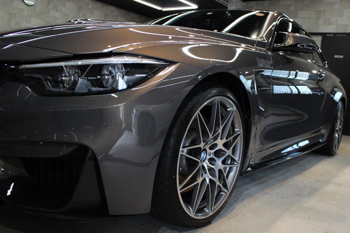 BMW M4 スタディ シャンパンクオーツ 左フェンダー