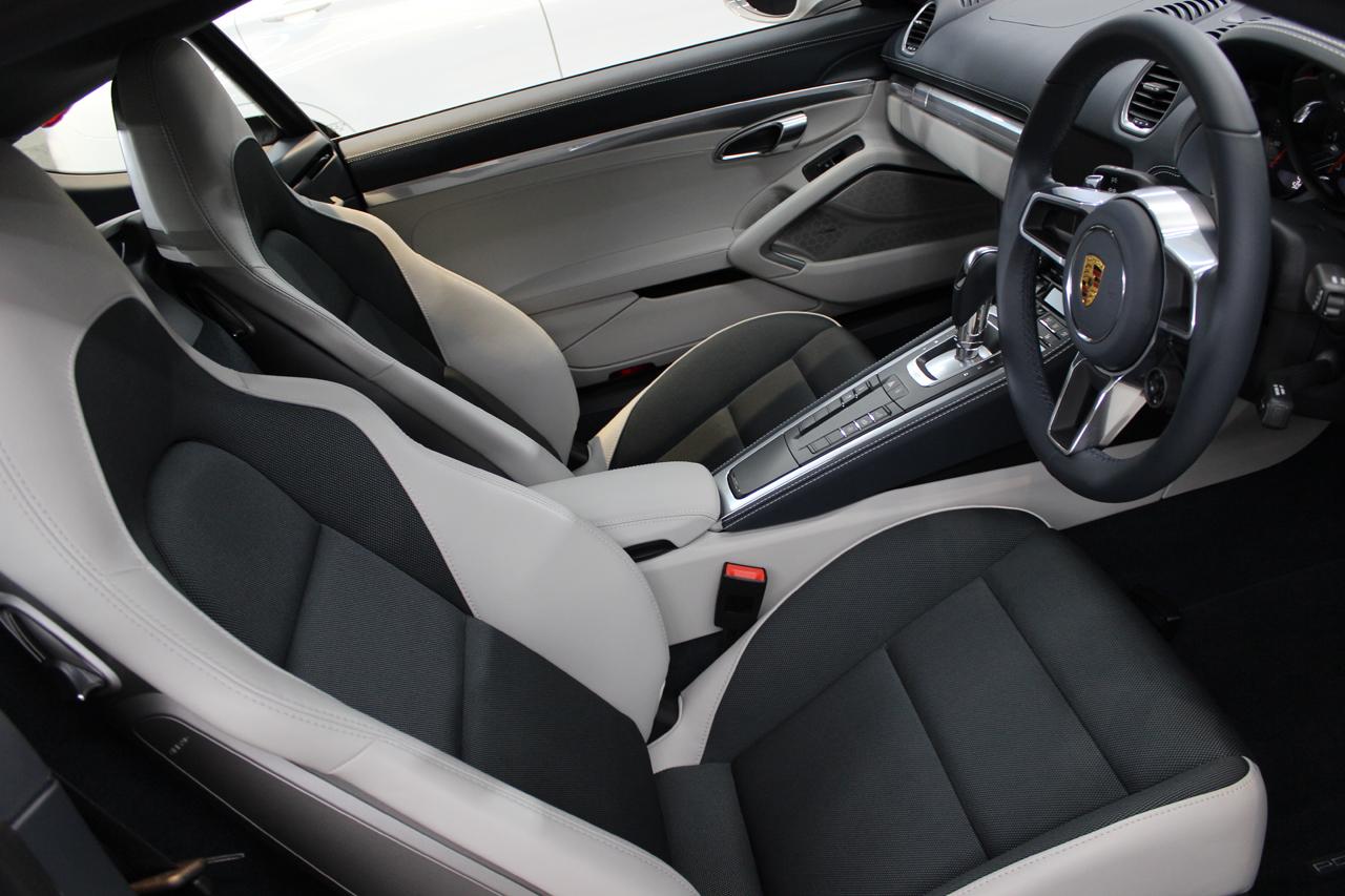 ポルシェ 718ケイマン クレヨン 内装 トップ画像