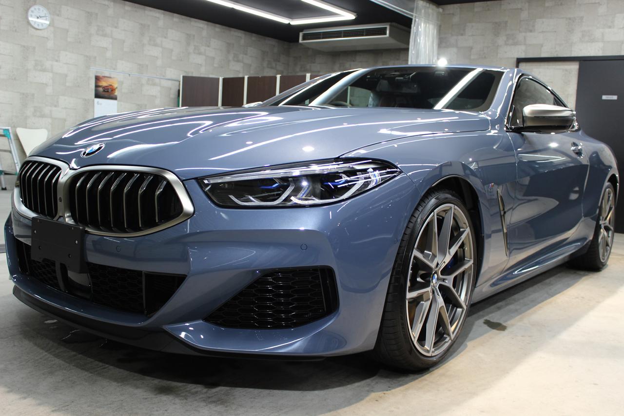 BMW M850i xDriveクーペ バルセロナブルー トップ画像