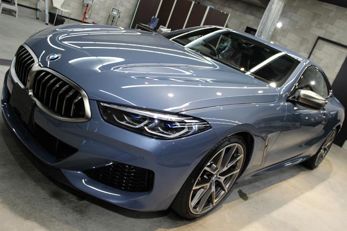 BMW M850i xDriveクーペ バルセロナブルー ボンネット左