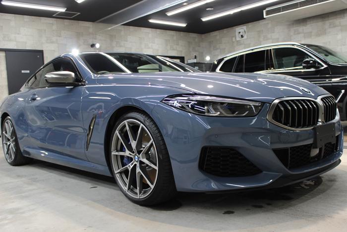 BMW M850i xDriveクーペ バルセロナブルー フロントバンパー右