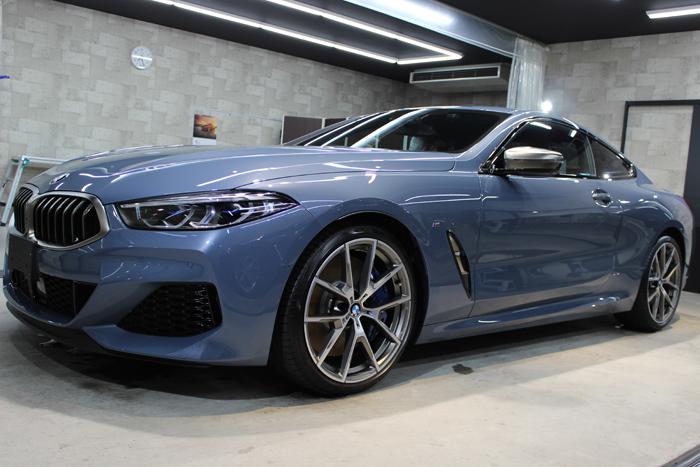 BMW M850i xDriveクーペ バルセロナブルー ホイール左