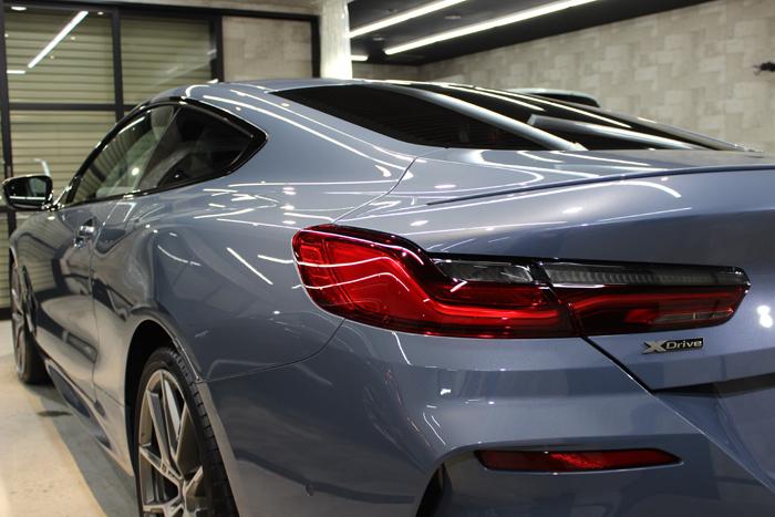 BMW M850i xDriveクーペ バルセロナブルー テールレンズ