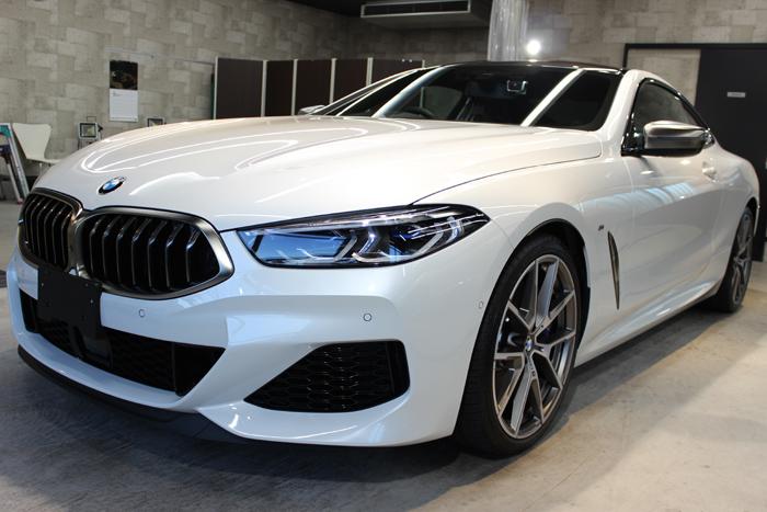BMW M850i xDriveクーペ ミネラルホワイト フロントバンパー左