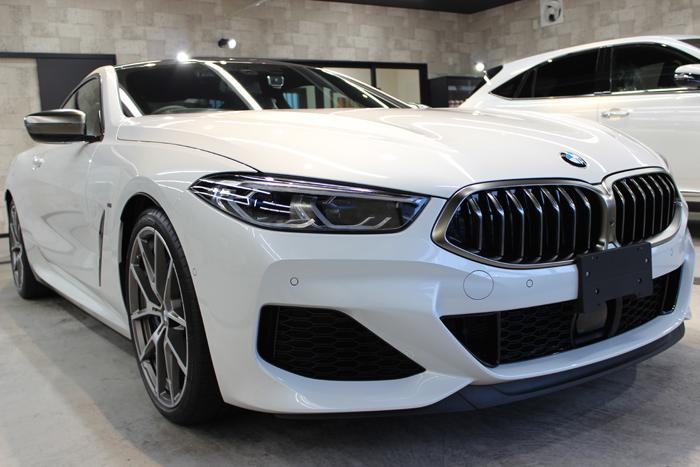 BMW M850i xDriveクーペ ミネラルホワイト フロントバンパー右