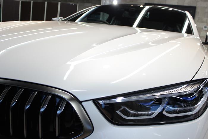 BMW M850i xDriveクーペ ミネラルホワイト ヘッドライト
