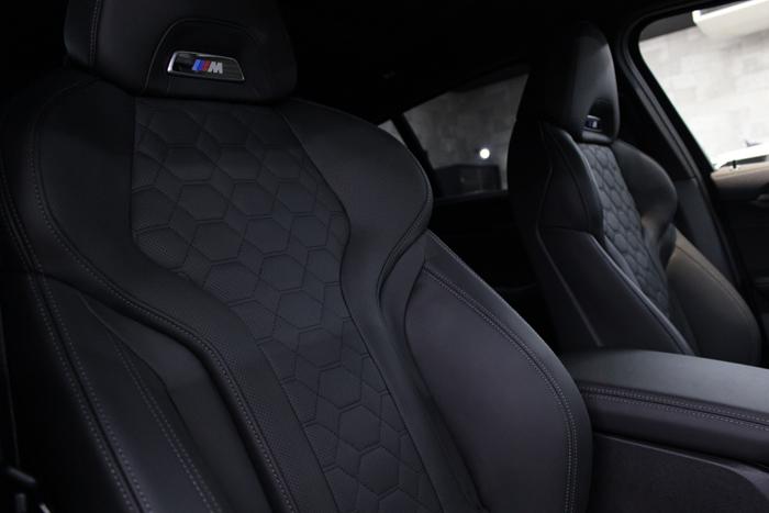 BMW X4 Mコンペティション メリノレザー シート 運転席