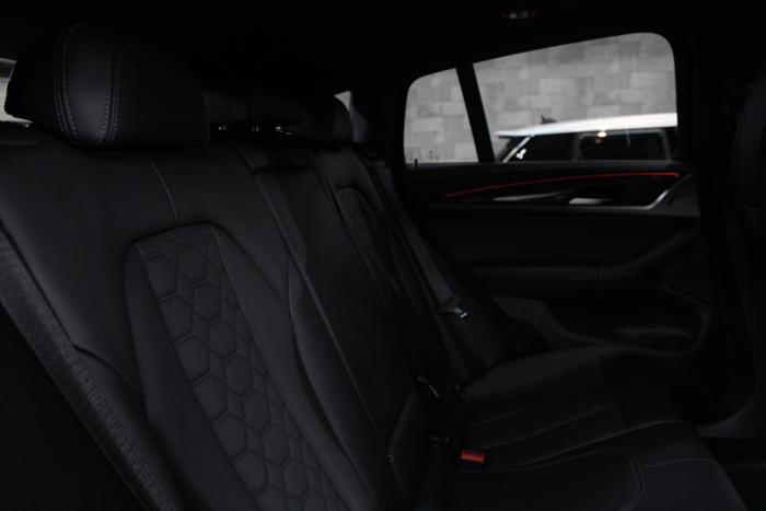 BMW X4 Mコンペティション メリノレザー リアシート