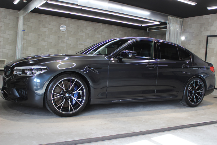 BMW M5コンペティション シンガポールグレー ホイール左