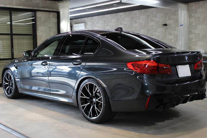 BMW M5コンペティション シンガポールグレー マフラー