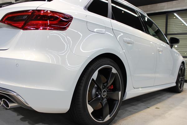 アウディ S3 グレイシアホワイトメタリック テールレンズ