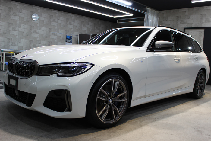 BMW M340i アルピンホワイト ホイール左