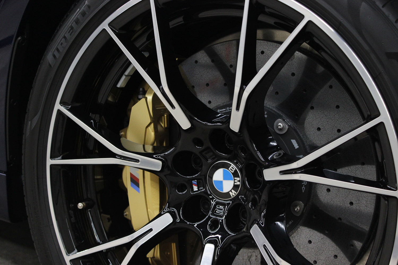 BMW M5 タンザナイトブルー セラミックブレーキ
