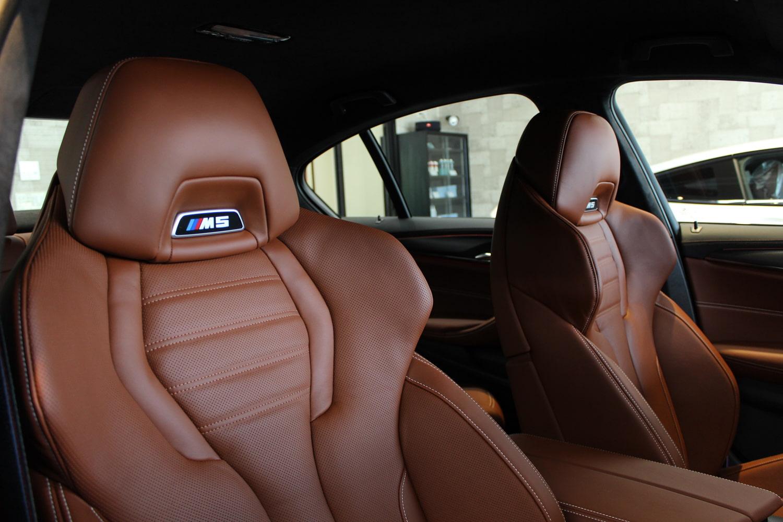 BMW M5 タンザナイトブルー シートコーティング 運転席