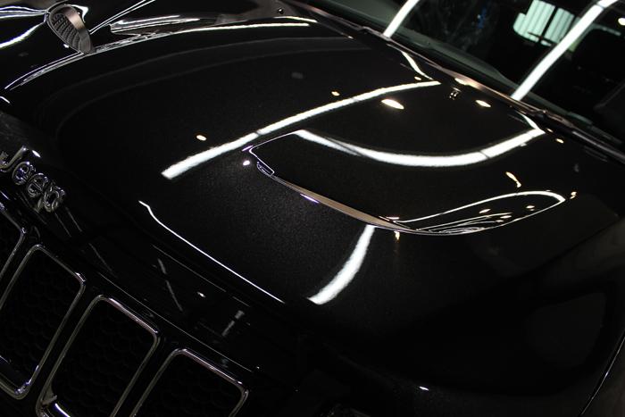 クライスラー ジープ グランドチェロキー SRT8 ブリリアントブラッククリスタルパールコート ボンネット2