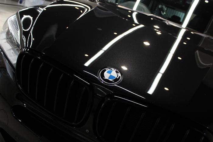 BMW X5 xDrive35d Mスポーツ ブラックサファイア ボンネット