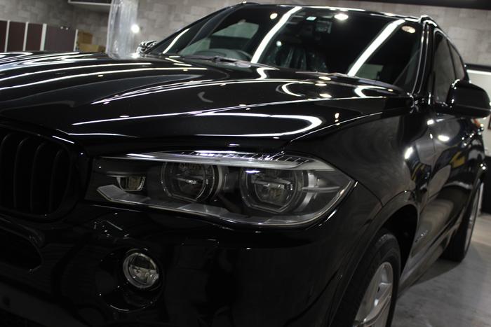 BMW X5 xDrive35d Mスポーツ ブラックサファイア ヘッドライト