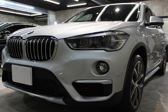 BMW X1 xDrive18d グレイシャーシルバー フロントバンパー1