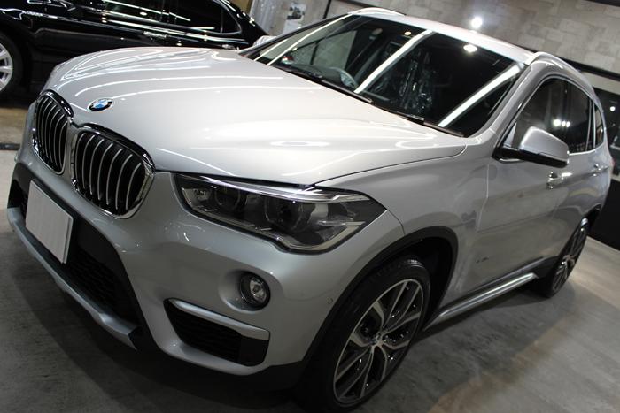 BMW X1 xDrive18d グレイシャーシルバー ボンネット1
