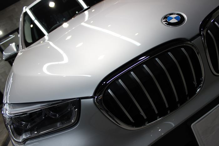 BMW X1 xDrive18d グレイシャーシルバー キドニーグリル