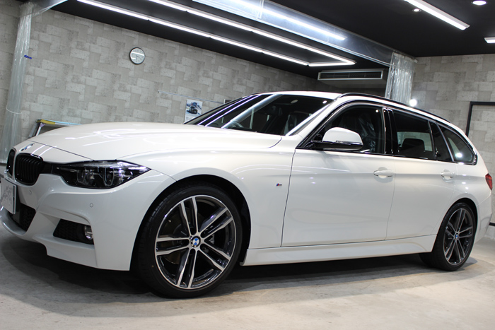 BMW 320d Mスポーツ エディションシャドー アルピンホワイト 左フェンダー