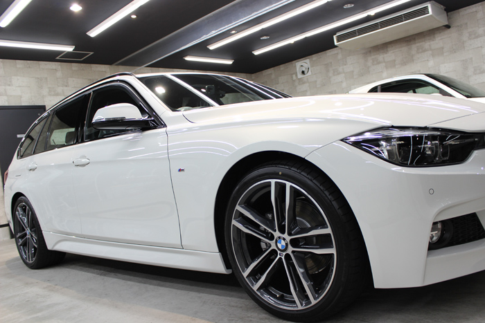 BMW 320d Mスポーツ エディションシャドー アルピンホワイト 右フェンダー