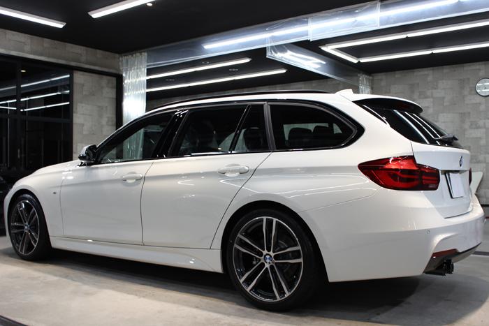 BMW 320d Mスポーツ エディションシャドー アルピンホワイト 左ドア