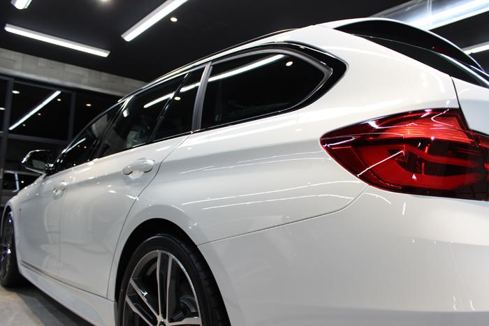 BMW 320d Mスポーツ エディションシャドー アルピンホワイト テールレンズ