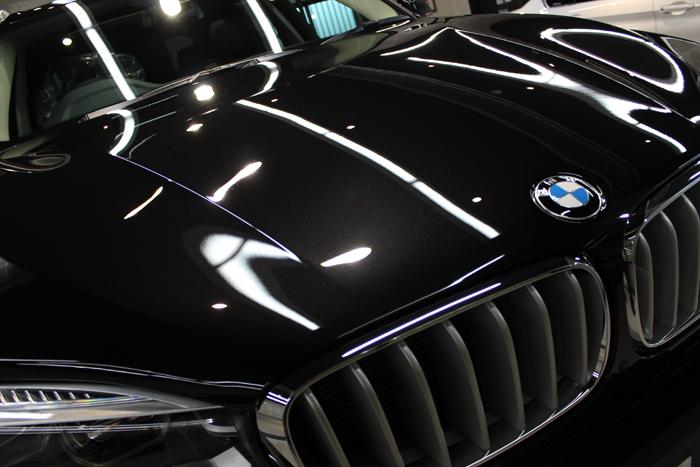 BMW X5 xDrive35d ブラックサファイア ボンネット エンブレム